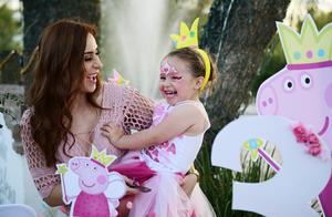 Elisa con su mama Alejandra Urby Castro