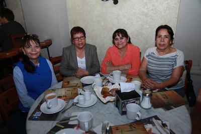 María del Rosario, Lorena, Lupita y Anabel.