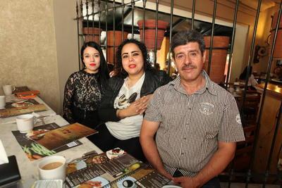 Salvador Rodríguez, Laura Vargas y Norma Soto.