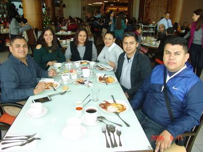 05042018 Hugo, Rosario, Josefina, Rocío, Marco y Marcos.