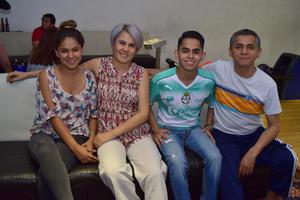 05042018 Fernanda, Berenice, Manuel y Manuel.