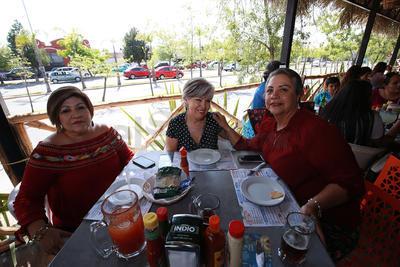 Lourdes, Yolanda y Oli.