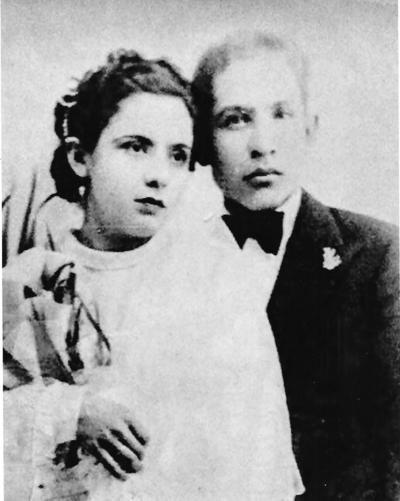 08042018 Srita. Camila Salas Valdez y Sr. Ausencio Chavarría Cortés celebrando su union conyugal en 1932.