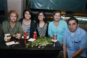 08042018 EN AMENA VELADA.  Irma, Paola, Gisela, Irma y Francisco.