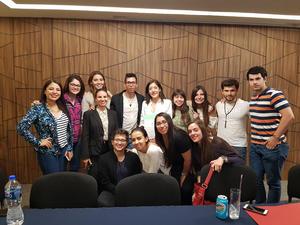 08042018 VIVEN GRAN EXPERIENCIA.  Alumnos del Semestre I con Susana Castillo en la Carla de Escaparate y Pineda Damián.