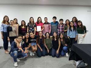 09042018 EN CONFERENCIA.  Alumnos del Semestre I con Gabriela Sánchez y Pineda Damián.