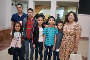 08042018 EN RECIENTE EVENTO.  Familia Pinto y Familia Castro.