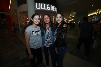 Mariel, Vane y Karla.