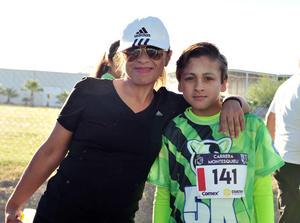 10042018 POSAN PARA LA FOTO.  Karla y Carlos.