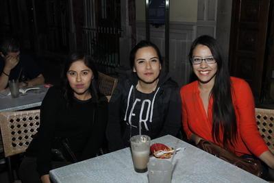 Diana, Karina y Laura.