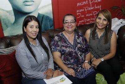 Paty, María del Carmen y Lourdes.