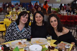 12042018 TARDE DE BINGO.  Claudia, Mónica y Claudia.