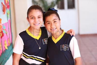 Ximena y Adahia.