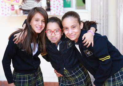 Itchel, Victoria y Ana.