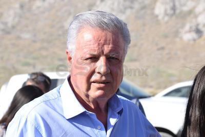 Jorge Zermeño, alcalde de Torreón, presente en dicho evento para destruir objetos delictivos.