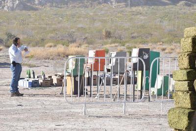Las máquinas tragamonedas fueron destruidas con marros durante el evento.