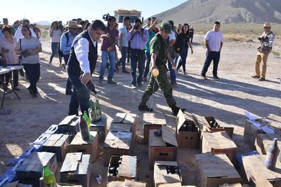 Con la presencia de representantes del sector empresarial, sociedad civil, corporaciones policíacas, rectores de universidades y estudiantes fueron destruidos objetos delictivos.