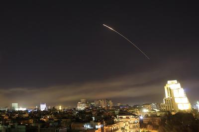 Diversas informaciones apuntaban al uso tanto de fuerza aérea como misiles lanzados desde navíos.