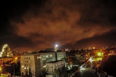 Estados Unidos, Reino Unido y Francia realizaron  un bombardeo selectivo en Siria, en represalia por el supuesto ataque químico del régimen de Bashar al-Assad a su población de hace una semana que se saldó con al menos 40 muertos.