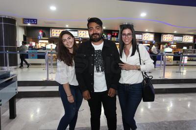 Karla, Cinthya y Carlos.