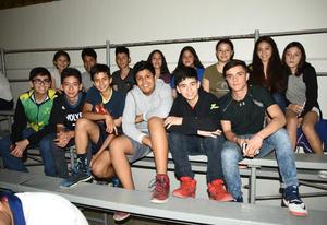 16042018 APOYAN A SU EQUIPO.  Equipo de basquetbol del Club San Isidro.