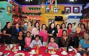 16042018 FIESTA PRENATAL.  Cecilia Espinoza Santana con sus invitadas al baby shower que le organizó Manuela de Espinoza.