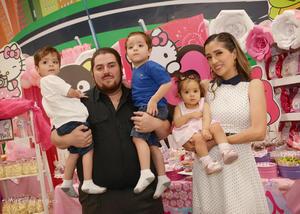 14042018 María Elena Valenciana Velasco, sus papás, María Elena Velasco Landeros y José Luis Valenciana Martínez, y sus hermanos, José Luis Valenciana Velasco y José María Valenciana Velasco.