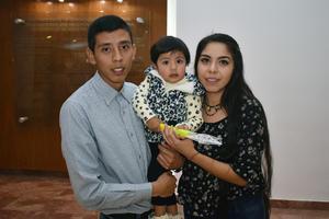 16042018 EN FAMILIA.  Diego, Mía y Karen.