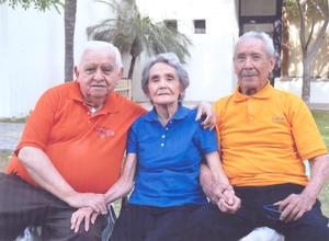Jorge Rivera Villalpando  Estela Ovalle Villapando y Juan Villalpando Valtierra