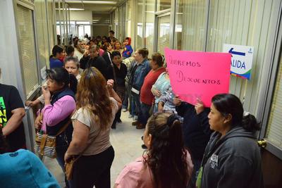 Los manifestantes entraron hasta el Departamento de Tesorería y Cajas.