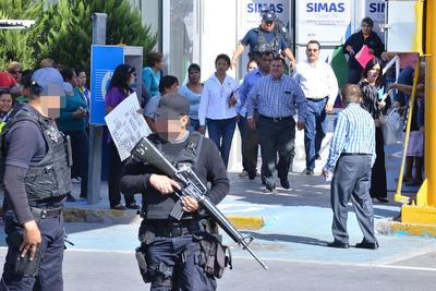 La policía municipal vigilaba tanto el bulevar como la locación del Simas.