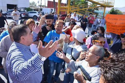 Los manifestantes se retiraron dos horas después, tras hablar con el secretario del Ayuntamiento, Sergio Lara Galván.
