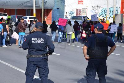 Elementos de la Policía Municipal llegaron para mantener el orden.