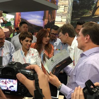 El gobernador de Durango, José Aispuro, estuvo presente en el Tianguis Turístico.