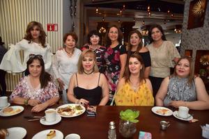 17042018 DOBLE FESTEJO.  Gaby Sánchez y Rosita Cueto, acompañadas de sus amigas, en la celebración que se organizó con motivo de sus cumpleaños.