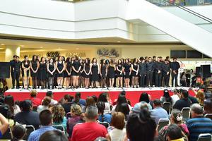 18042018 Los alumnos dieron una gran demostración sobre el escenario.