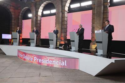 Los cinco candidatos presentaron propuestas y lanzaron ataques.