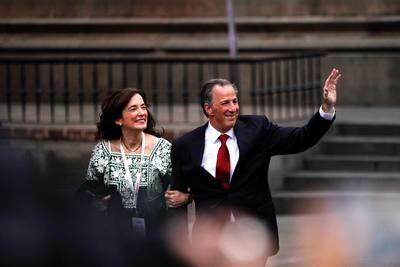 """José Antonio Meade también """"desfiló"""" con su esposa."""