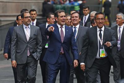 Lorenzo Córdova a su llegada al Palacio de Minería.