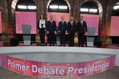 Los cinco candidatos presidenciales se enfrentaron en el primer debate de este proceso electoral organizado por el INE.