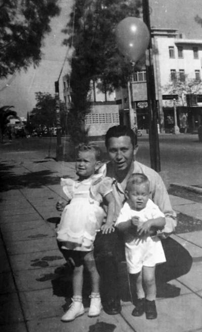 22042018 Dr. Gregorio Valadez (f) con sus hijos Meche y Goyito