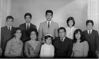 22042018 Familia Villa Vega en el año de 1967. De pie: Rafael, Leonardo, Jorge, Martha Estela y José Enrique. Sentados: Alma Angelina, doña Enriqueta (f), Norma Patricia, Don Rafael (f) y Ma. del Rosario.