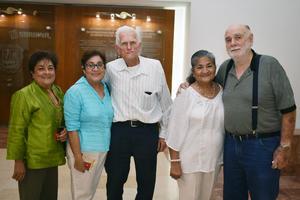 22042018 EN EL TEATRO.  Marina, Graciela, Alfredo, Maru y Jerry.
