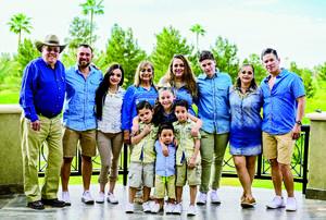 22042018 DIVERTIDA NOCHE.  Grethel Romo con algunos de sus amigos en su fiesta de cumpleaños.