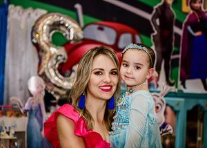 22042018 ES FESTEJADA.  Alejandra  Padrelin Sepúlveda celebrando 2 años de edad.