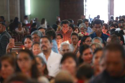 A las 12:00 horas se realizó una misa solemne presidida por el arzobispo José Antonio Fernández Hurtado.