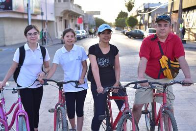 26042018 Victoria, Gloria, Gloria y Carlos