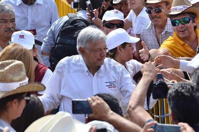 """López Obrador dijo que ya hubo voces que condenaron la """"guerra sucia"""" como el astronauta mexicano y doctor en ingeniería, Rodolfo Neri."""