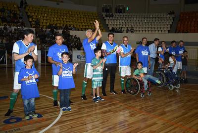 as ganancias generadas en este evento fueron donadas íntegramente a la Fundación Sonrisa Azul y a la Asociación Pro Infancia Neurogénica (APIN).