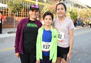 28042018 Bety Pérez, Emiliano Torres y Valeria Torres.